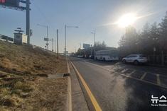 위험천만 불법주차 만연한 김포레코파크 주변